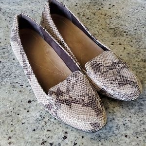 Clark's Artisan Active Air Snake Print Loafers 8.5